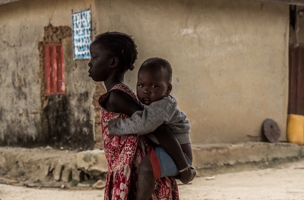 nigeria-children-piggyback